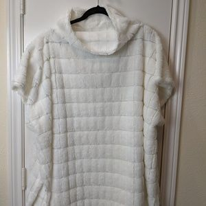 Fashion Nova Soft Fuzzy White Poncho / OS